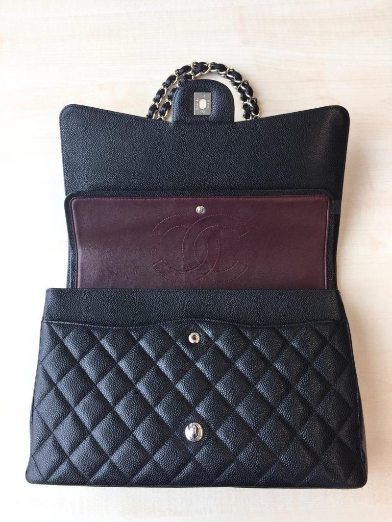 Black Chanel classic flap Handbag in Caviar leader with silver hardware