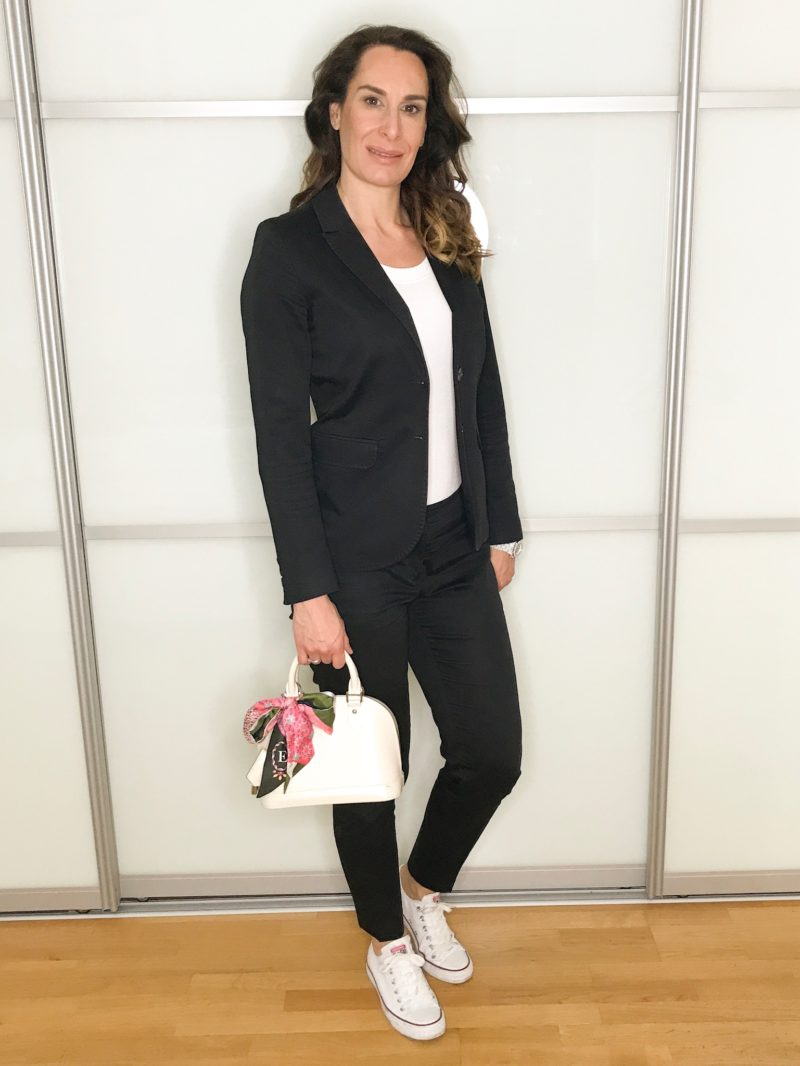Summer business looks: casual styled black suit