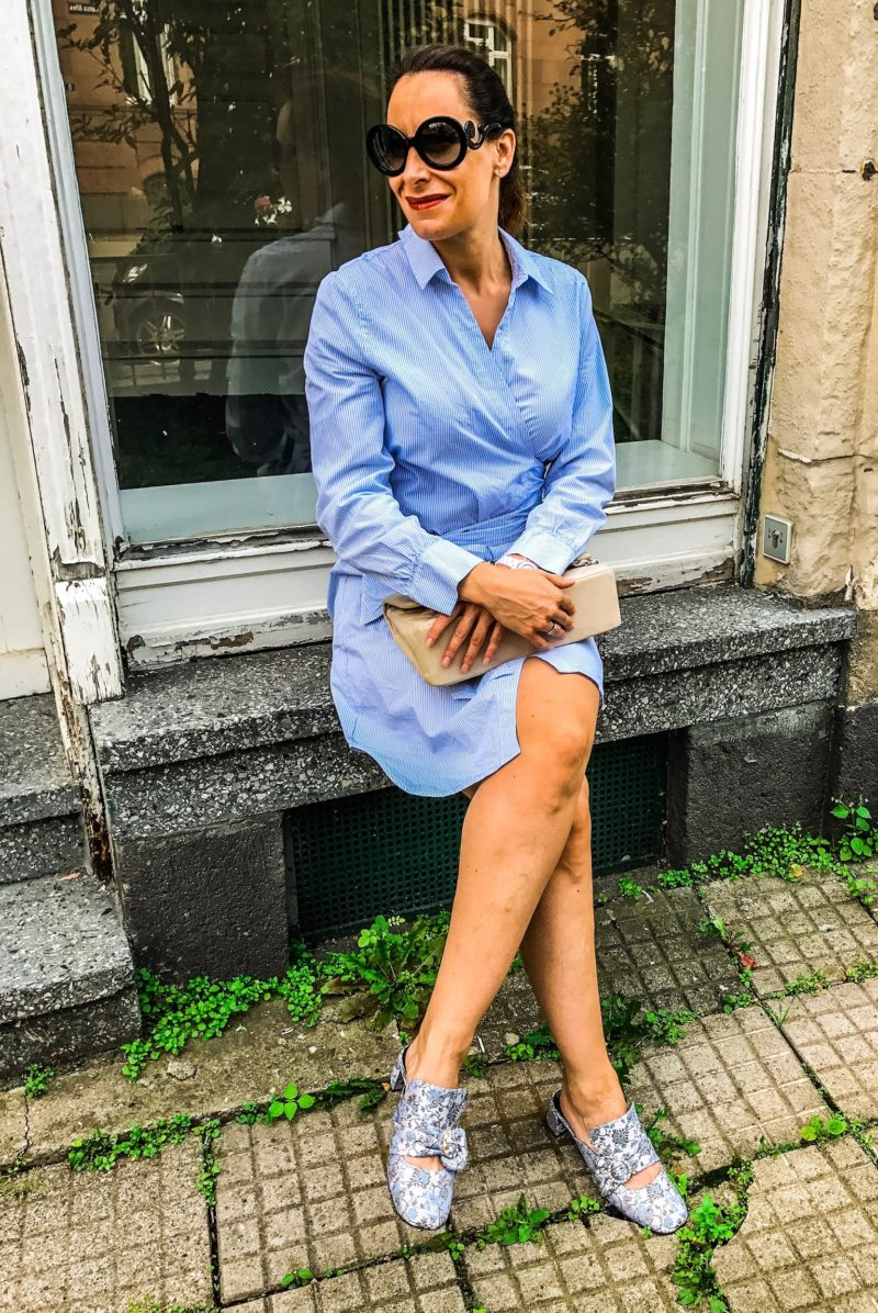 Blue blouse dress and blue baroque shoes