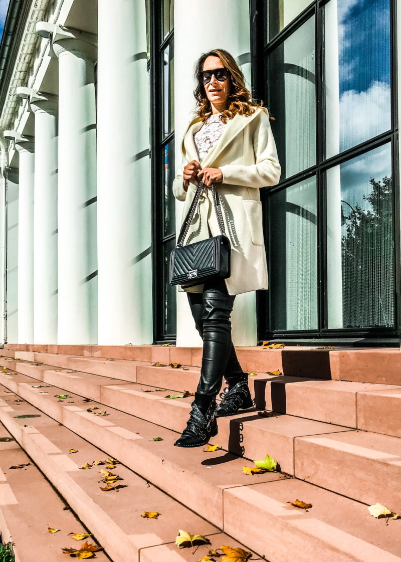 Beige and black cozy autumn outfit